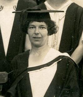 Black and white photograph of Mariette Soman, 1925