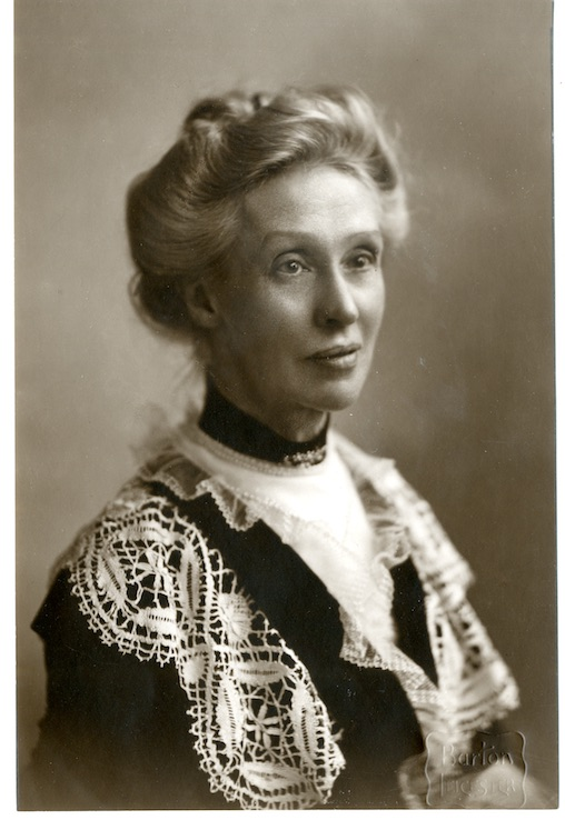 Black and white photograph of Agnes Archer Evans from the Memorial Portraits book of the University of Leicester.