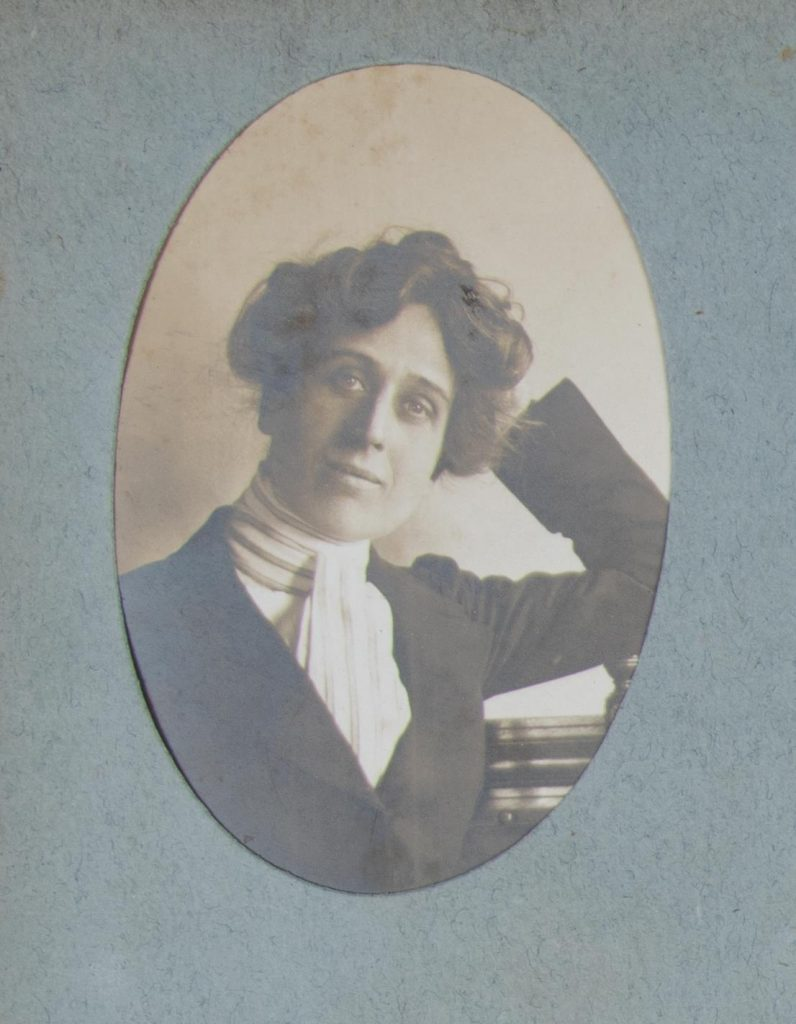 Small oval photograph of Mabel Bruce (née Fielding Johnson)