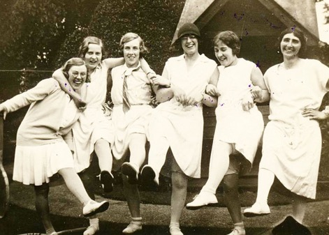 Black and white photograph of Loughborough Lawn Tennis Club ladies, with Mabel Towle wearing hat.