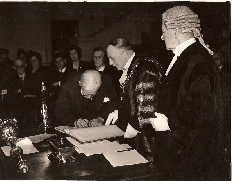 Percy Gee receiving the Honorary Freedom of the City of Leicester 1950